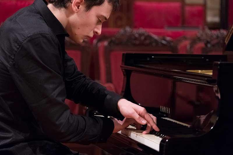 Yuri Durán Castro, Piano